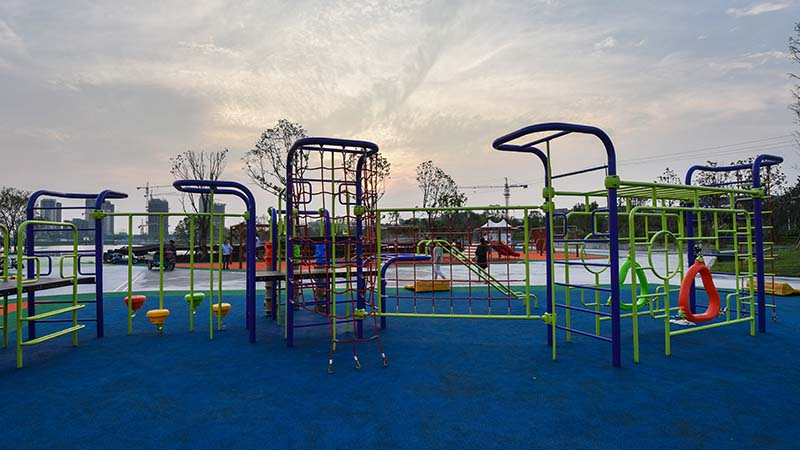 How to design a safe outdoor playground equipment