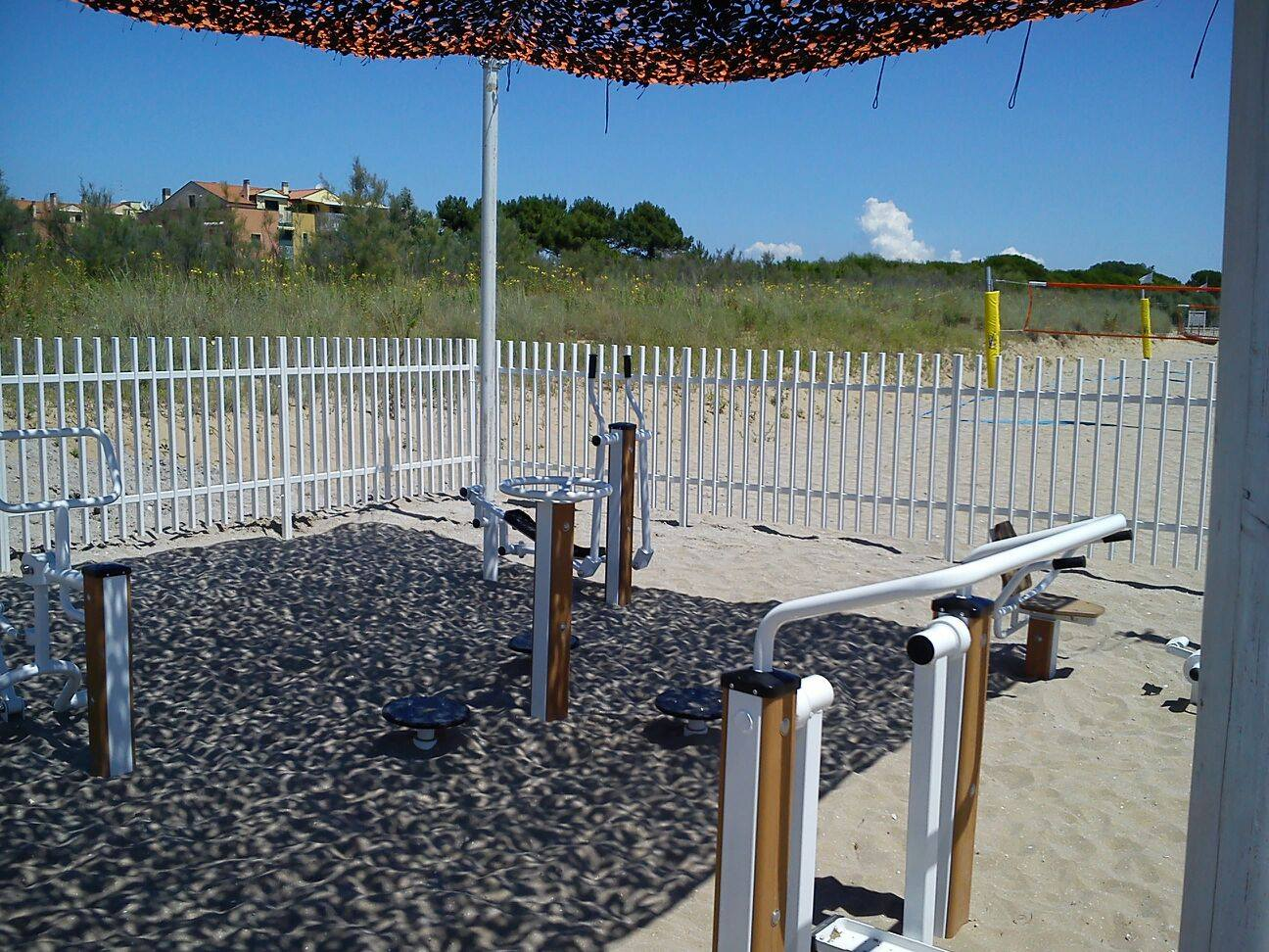 Who is park fitness equipment suitable for?